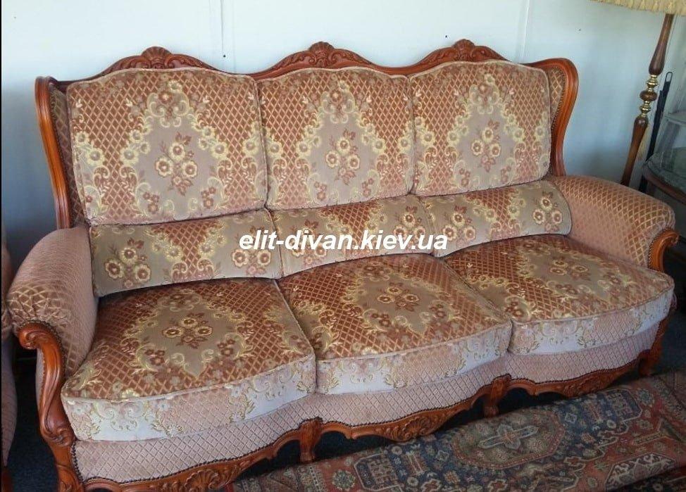 мягкий диван в стиле барокко
