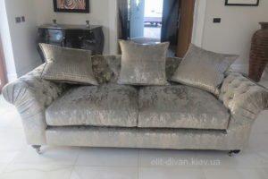 прямой диван с подушкой
