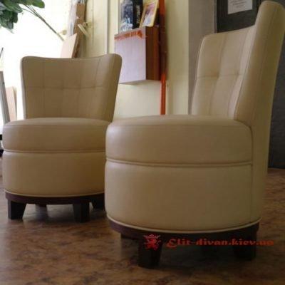 креативное кремовое кресло
