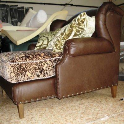 коричневое кресло нестандартное