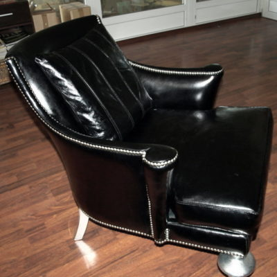 черное кресло нестандартное вид сбоку
