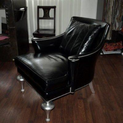 черное кресло нестандартное