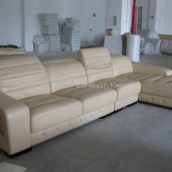 белый модульный диван с выдвижными поголовниками