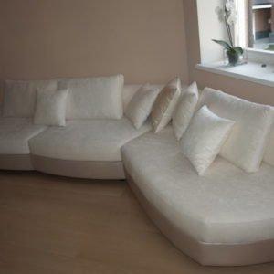 полукруглый диван