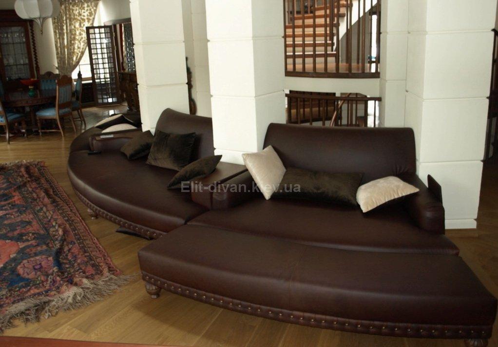 круглый диван в отель