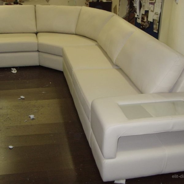 угловой диван с подлакотниками