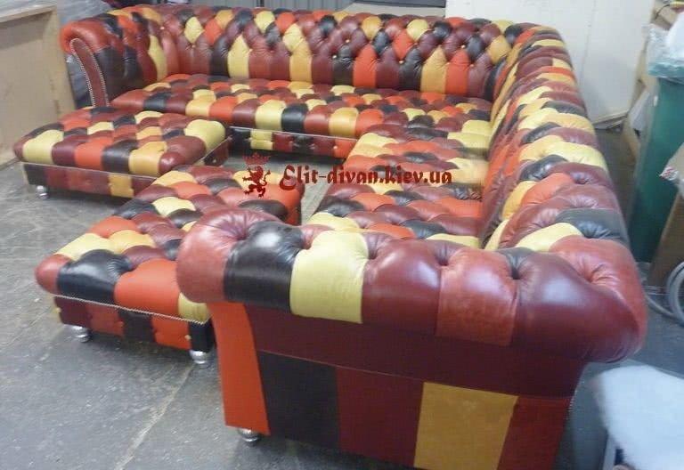 Разноцветный диван из кожи честер