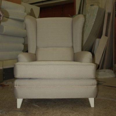 мягкое кресло серое