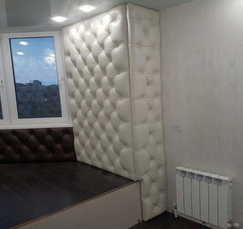 стены оббиты тканью