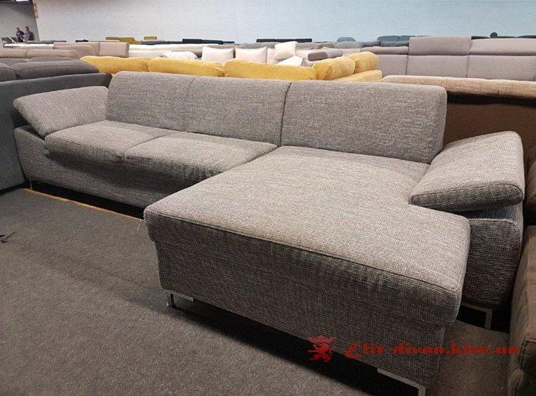 серый дизайнерский диван