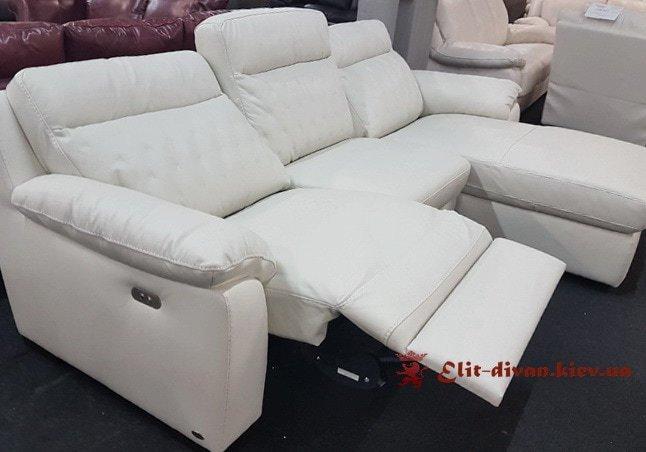 белый фирменный диван с механизмом релакс