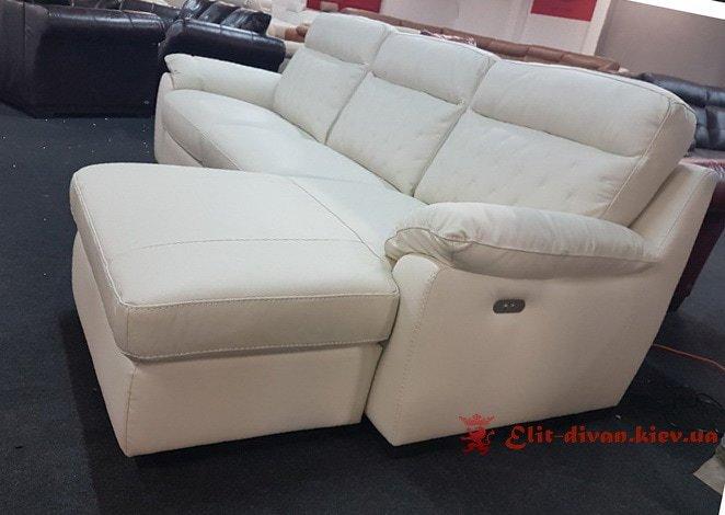 белый фирменный диван