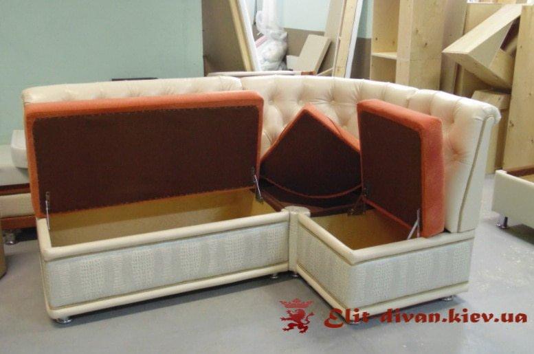 нестандартный диван в кухню с нишей