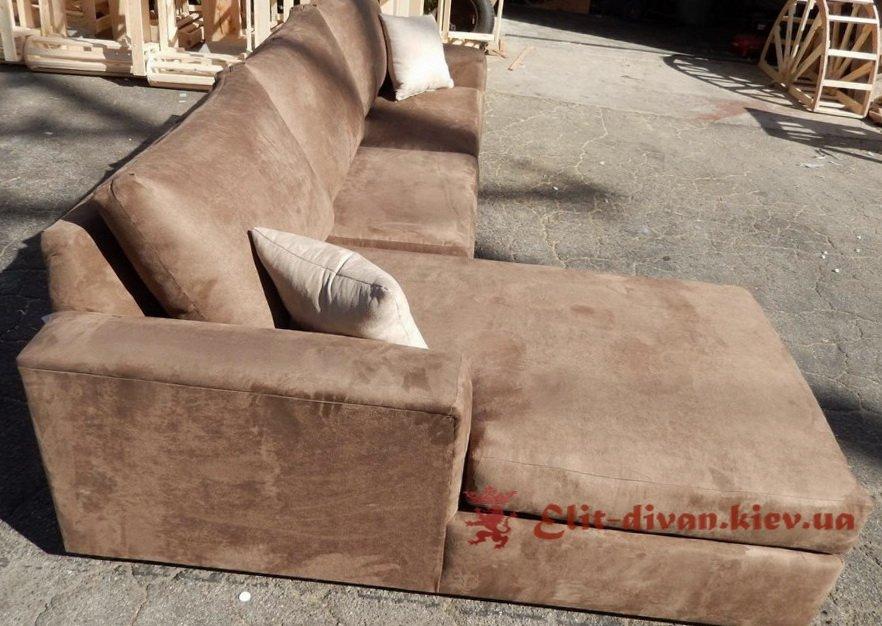 мягкая мебель коричневого цвета