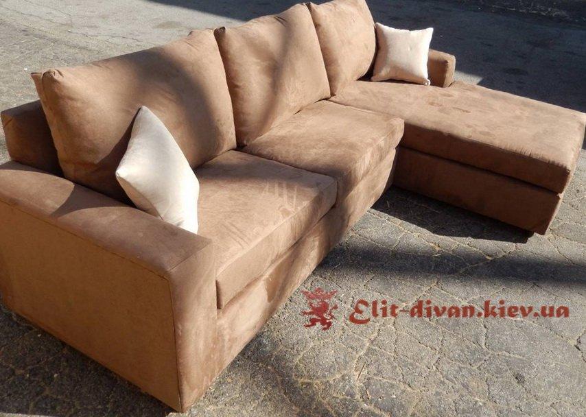светло-коричневый диван П-образный
