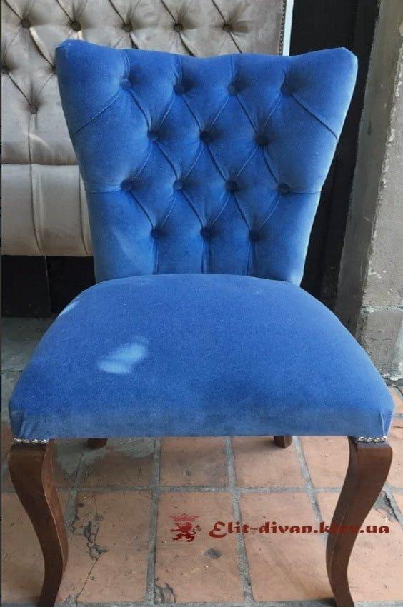 синий бархатный стул