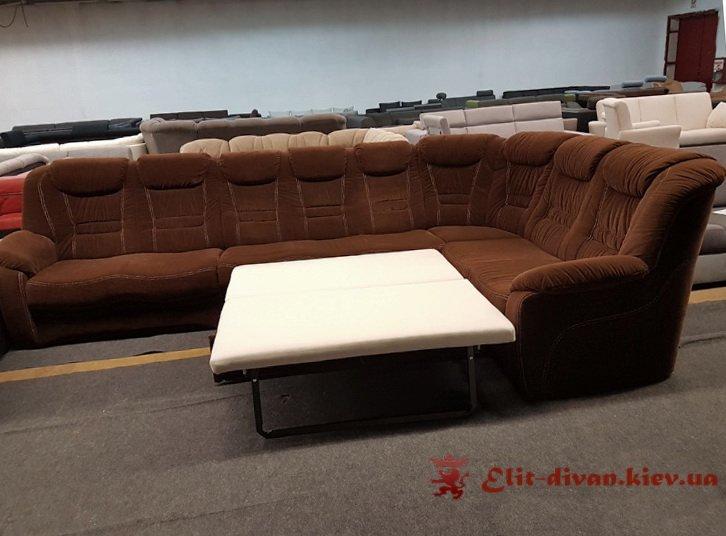 коричневый диван-кровать