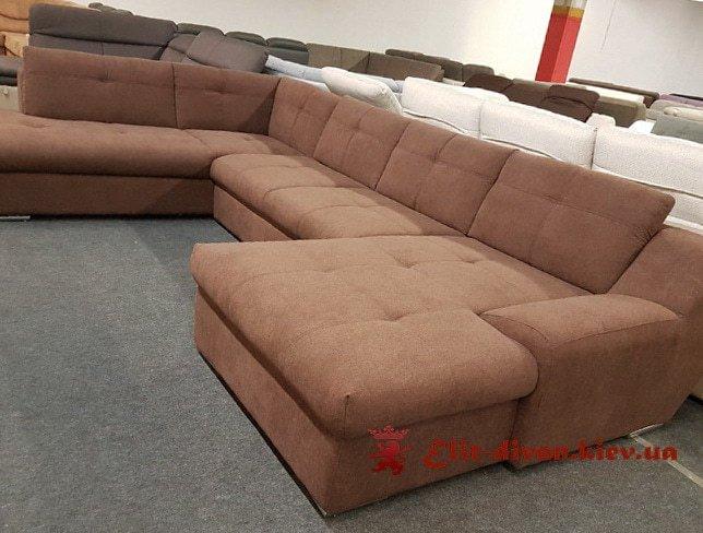 диван с коричневой обивкой