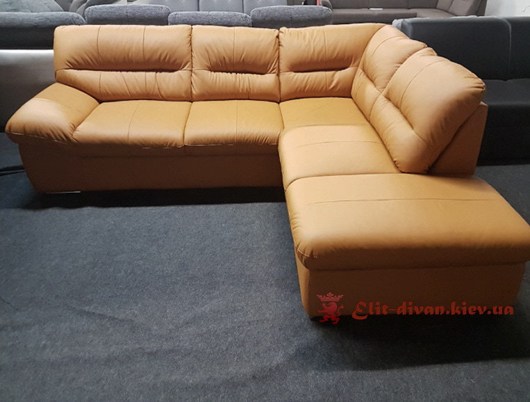 бежевый диван из кожи