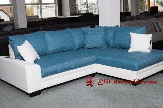 голубой угловой диван в классическом стиле