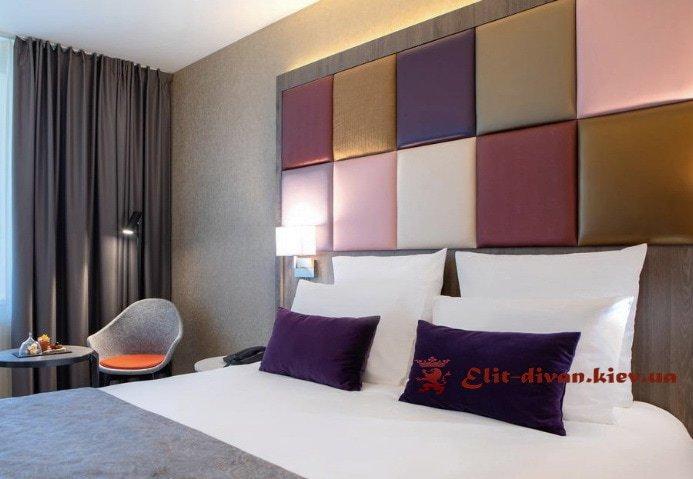 кровать с цветным изголовьем