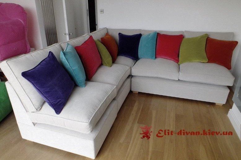 белый угловой дива с подушками цветными от производителя