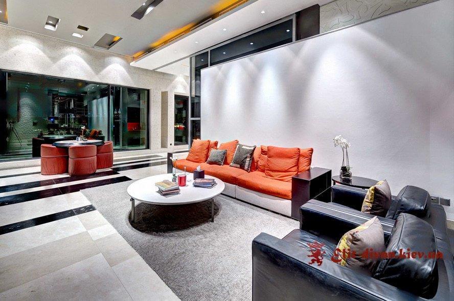 оранжевый прямой диван в гостиную