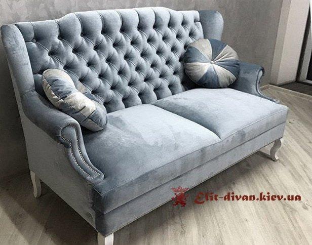 прямая мягкая мебель нежно голубого цвета