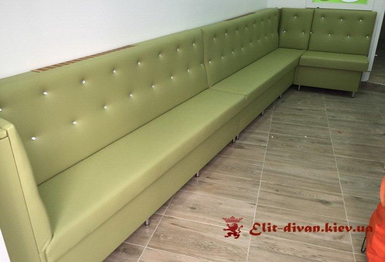 зеленый диван в кафе на заказ