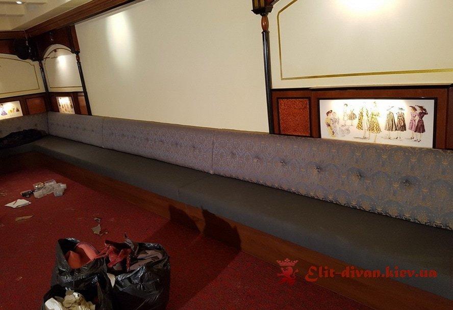 диван в кафе Одесса