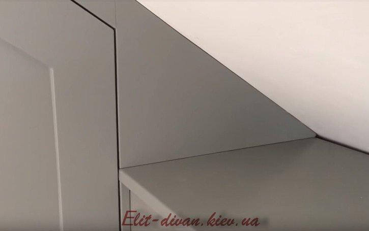 шкаф со скошенной крышей