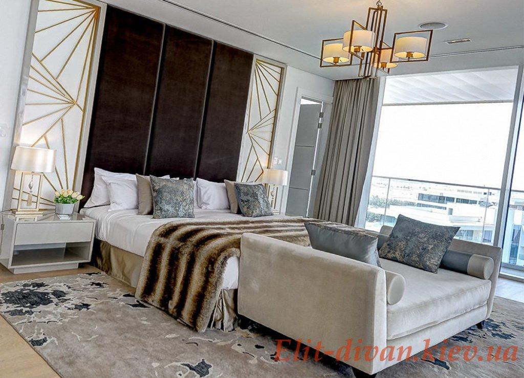 элитная кровать с пуфиком