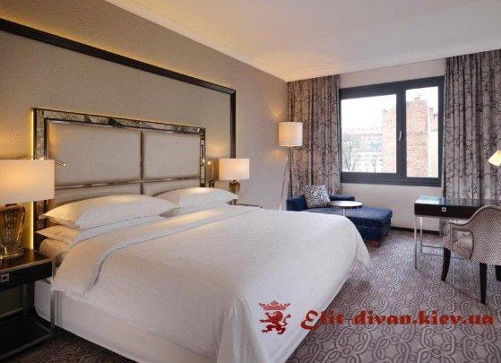 элитная кровать с пуфиком на заказ