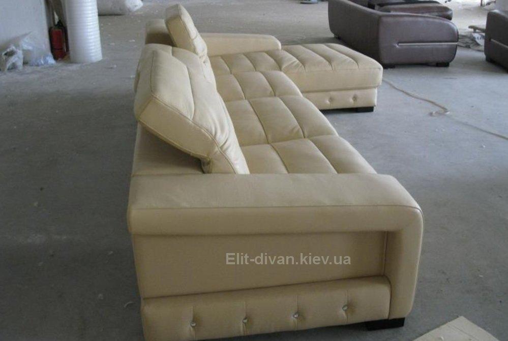 бежевый авторский диван
