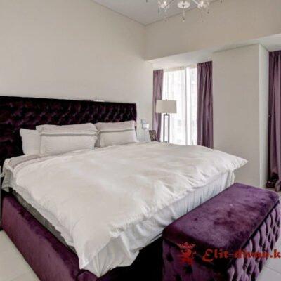 кровать с мягким изголовьем и матрасом