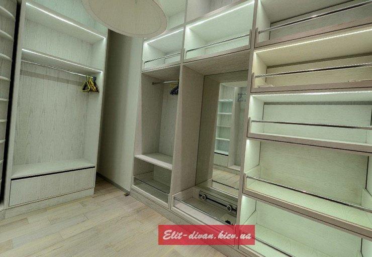 мягкая и корпусная мебель в гардеробную под заказ