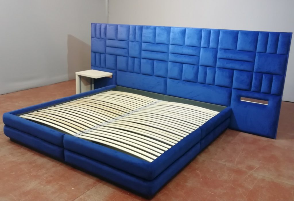 голубая кровать с мягким изголовьем на заказ