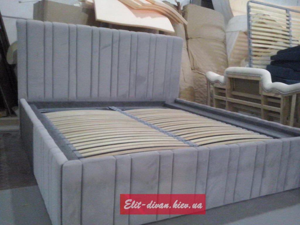 кровать в полосочку