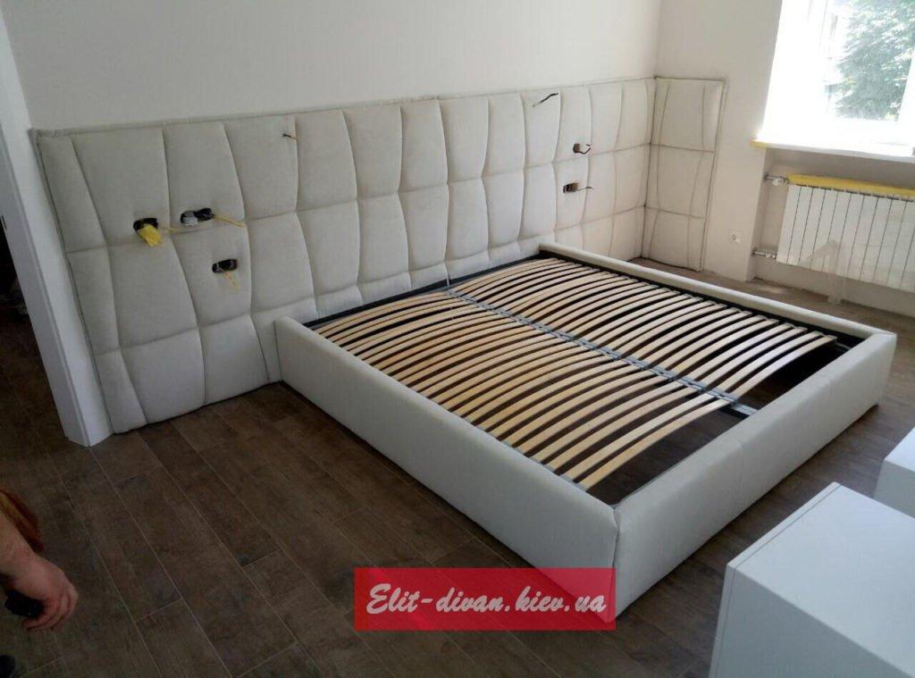 белые мягкие кровати