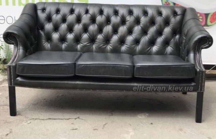 Чорний диван честер