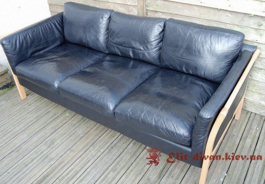 Синій прямий диван