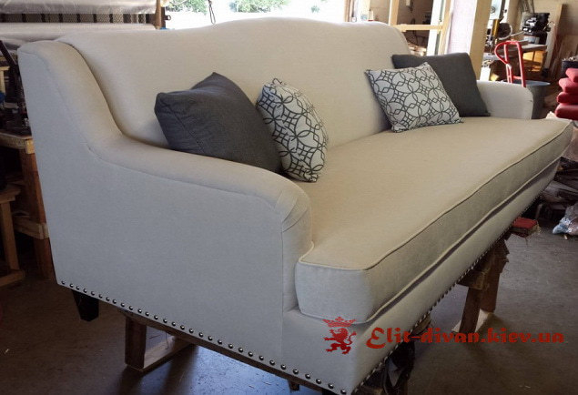 Прямий диван Бежевий з подушкою