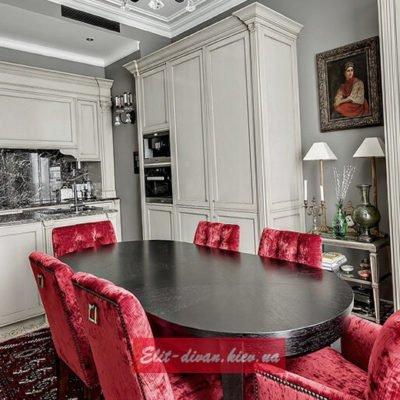 дереянная кухня со столом