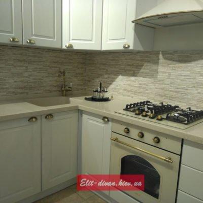 белая кухня массива