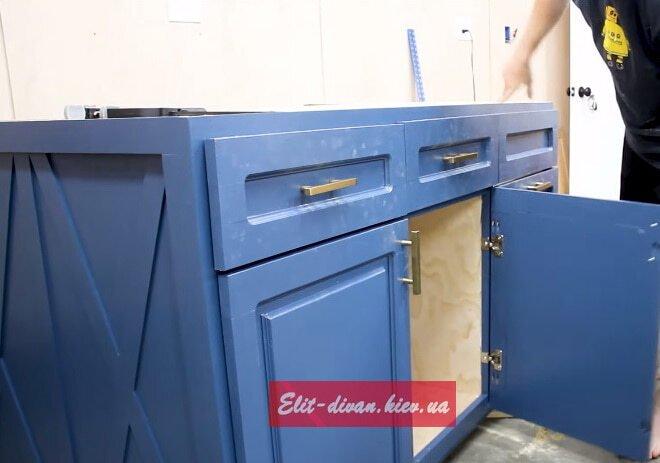 синяя кухня из дерева под заказ