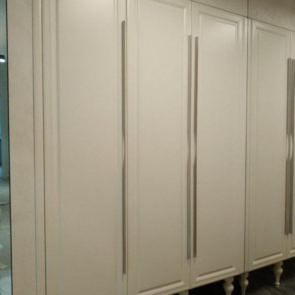Белый шка в коридор