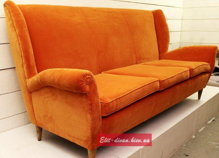 оранжевый диван в скандинавском стиле