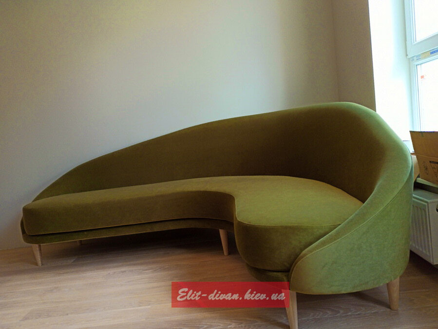 угловой диван горчишного цвета