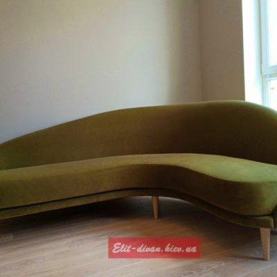 Радиусный зеленый диван в гостиную