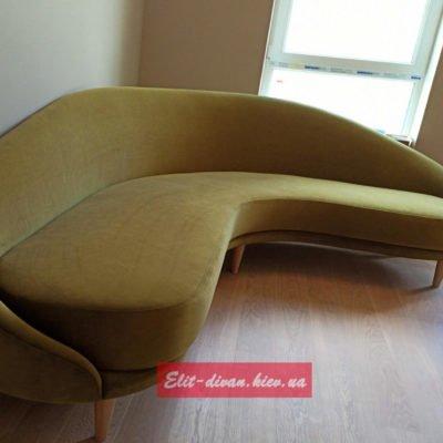 Радиусный зеленый диван в гостиную под заказ